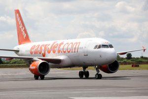 Easyjet-plane-landing-at-Newcastle-Airport
