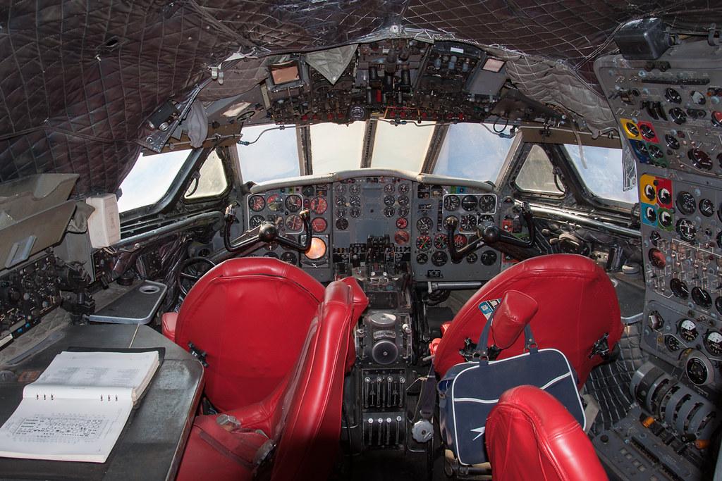 De Havilland Comet cockpit