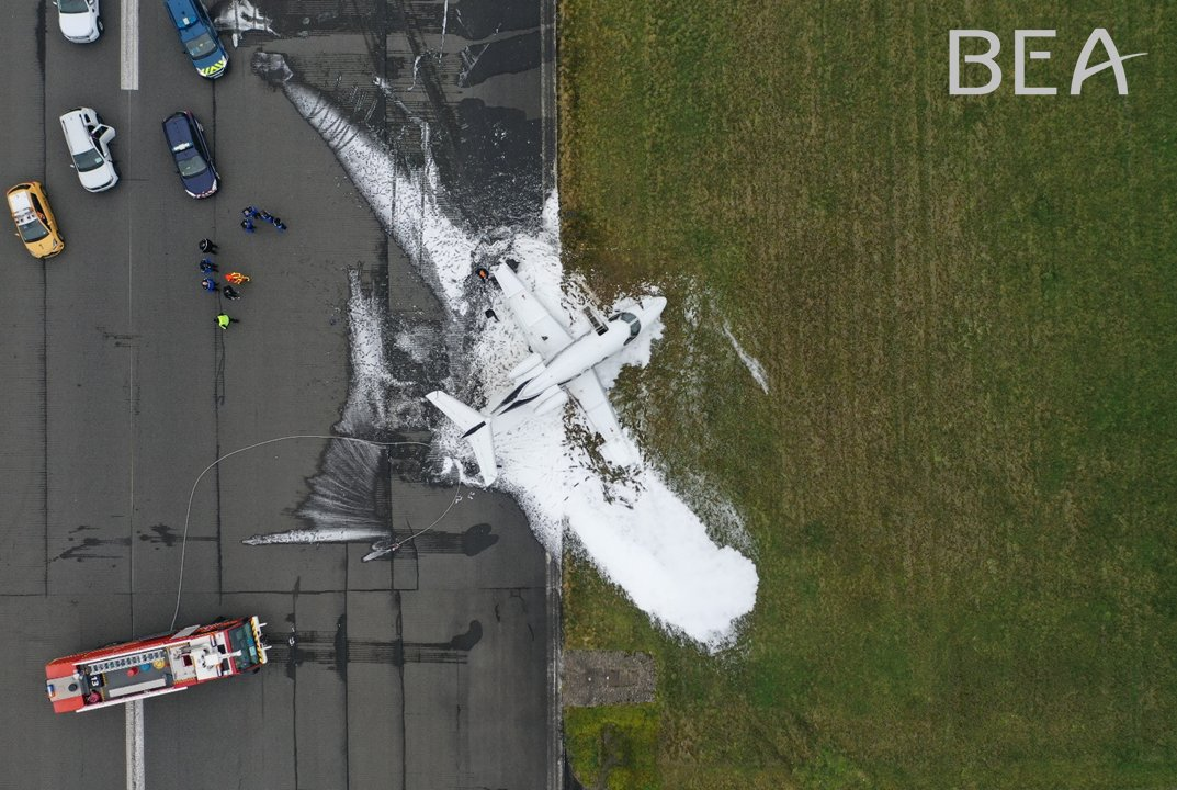 An Embraer Phenom 100 business jet suffered a runway excursion after landing at Paris-Le Bourget Airport