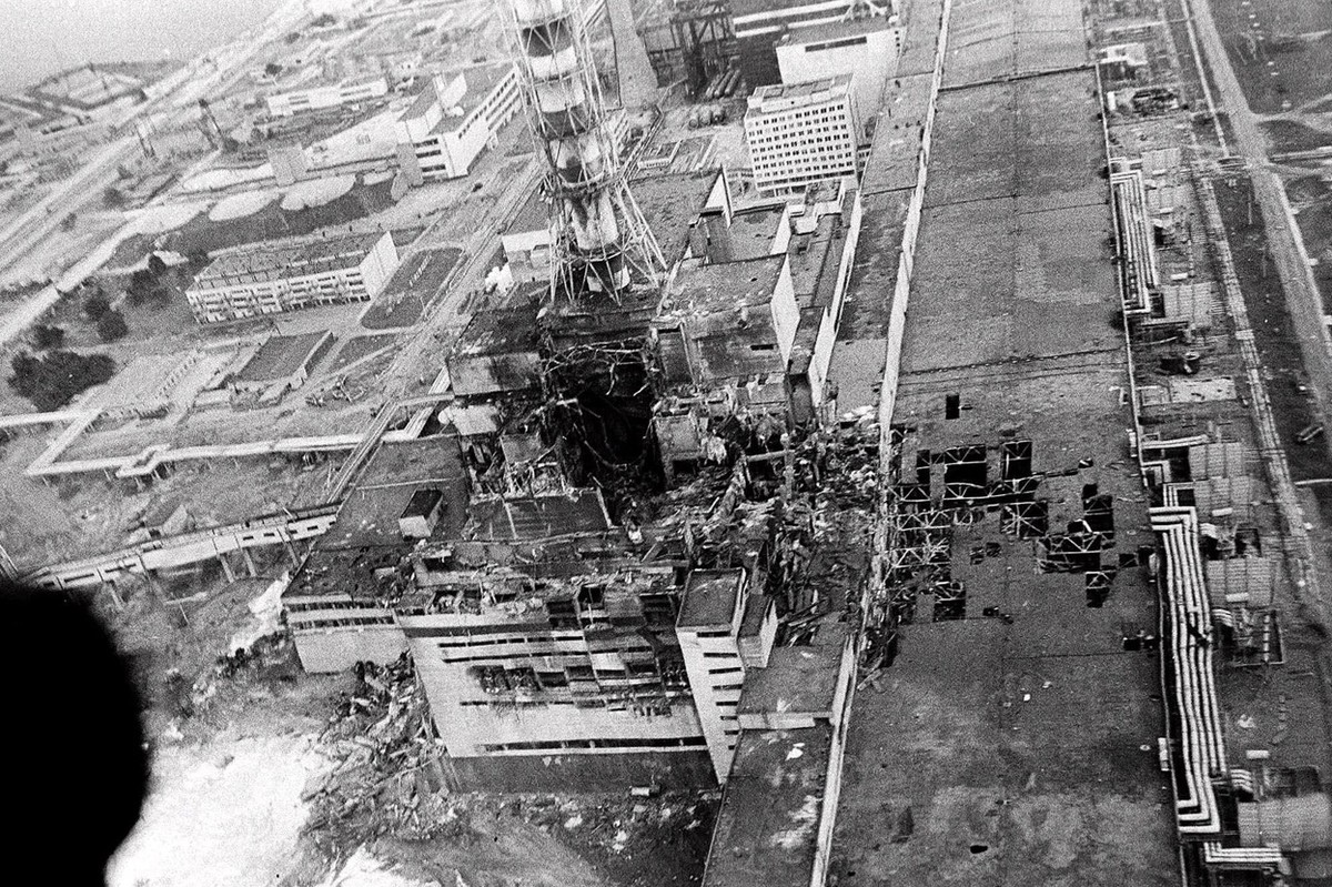 Chernobyl reactor number 4 as seen from a helicopter in May 1986