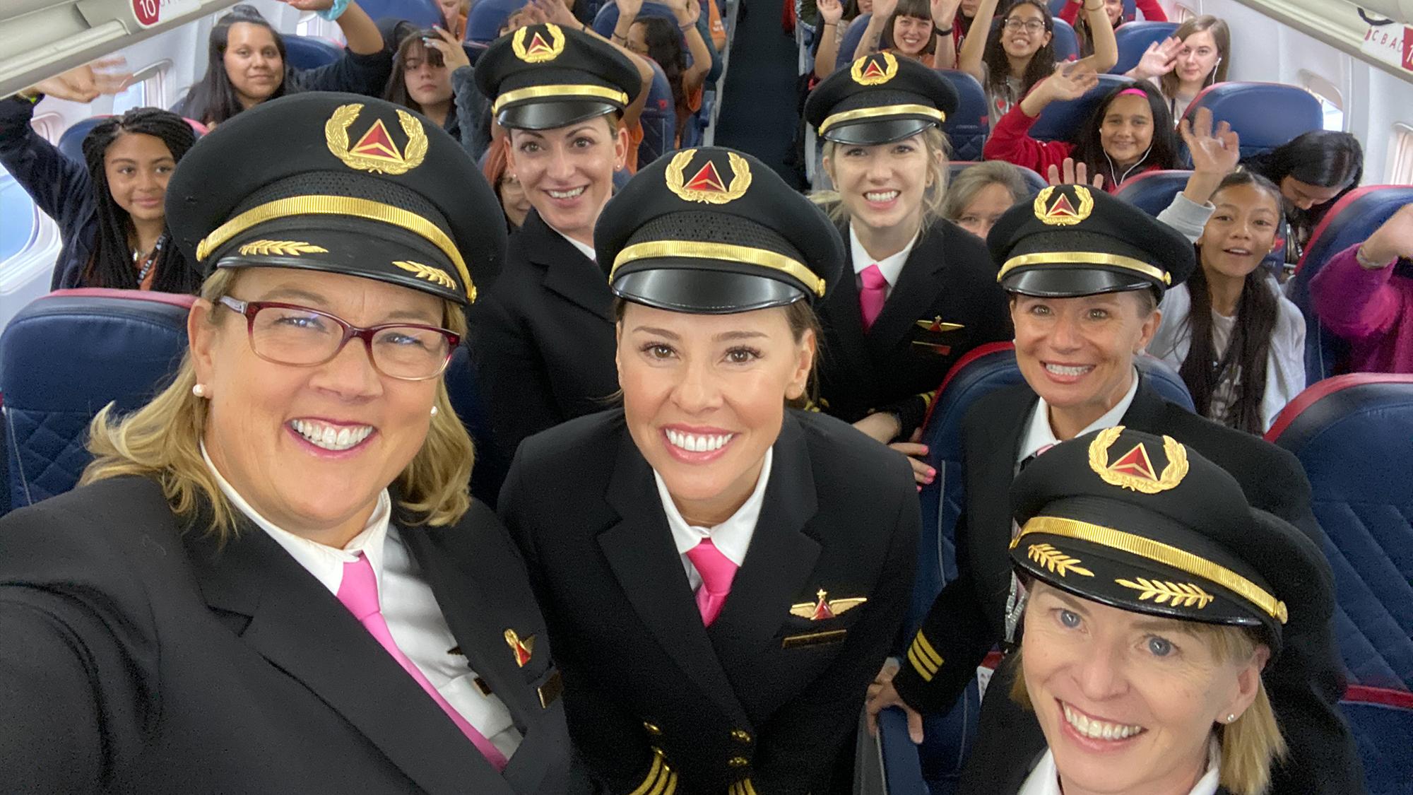 Delta all female flight crew to NASA