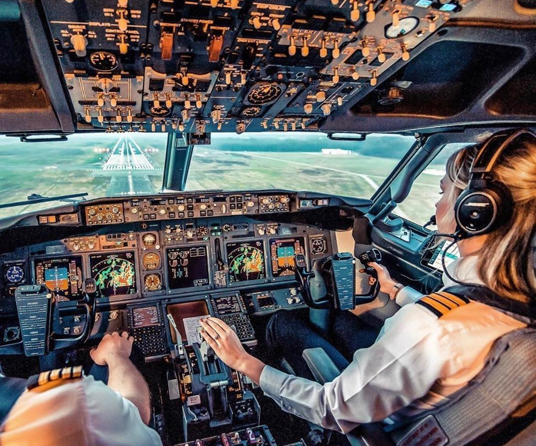Dutch Pilot Girl Michelle Gooris in the cockpit