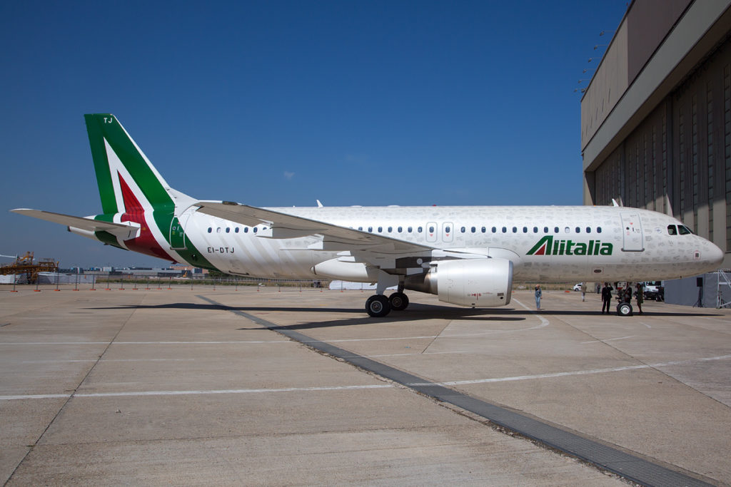 An Alitalia A320 in the new livery. Photo by Davide Olivati.