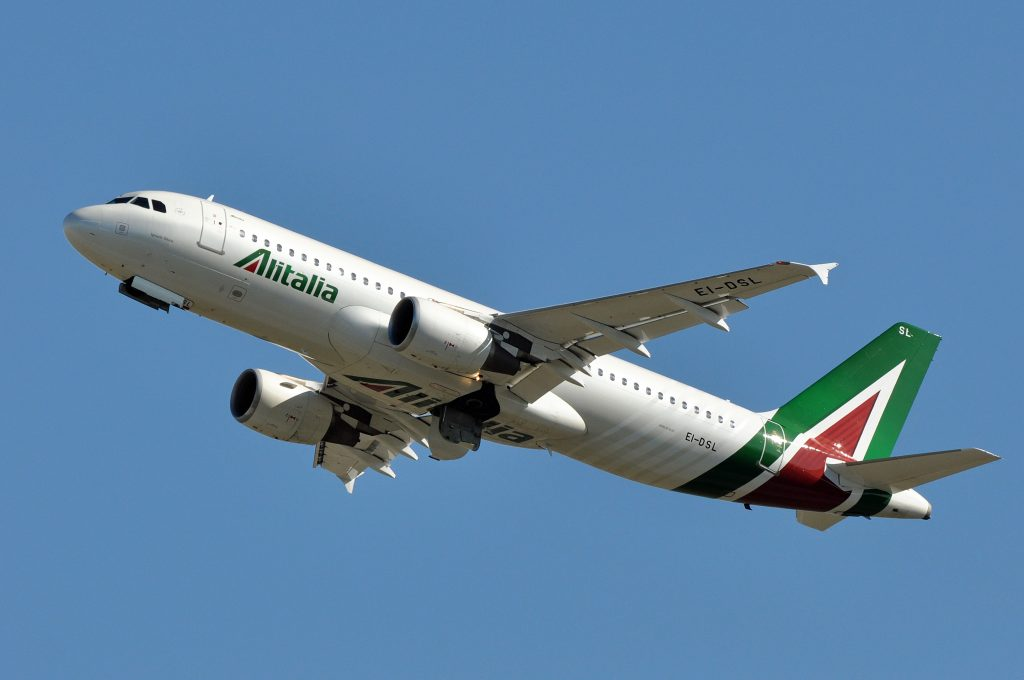 Alitalia A320 moments after takeoff. Photo by Eric Salard