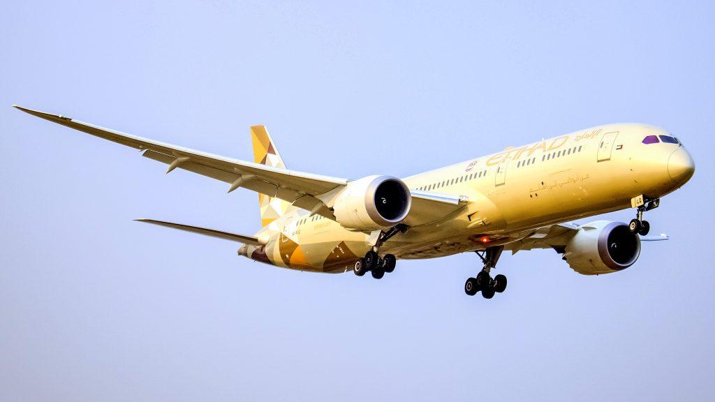 Etihad B787 moments before landing. Photo by Md Shaifuzzaman Ayon