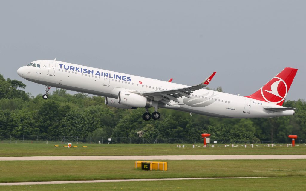 Turkish Airlines A321 taking Off. Photo by Russell Lee