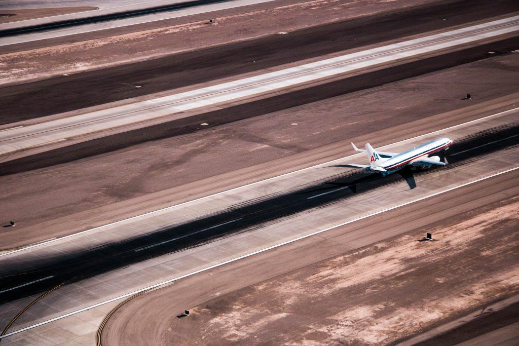 AA B737 at Las Vegas. Photo by Julio Rivera