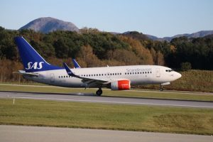 Image of SAS airliner landing on the runway