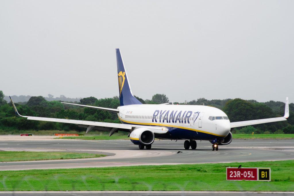A Ryanair B737 moments after landing. Photo by Kelvin Stuttard.