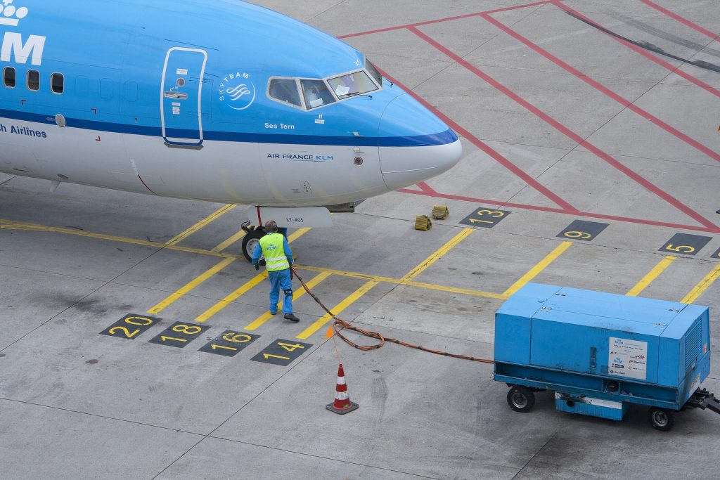 A KLM B737 at stand.