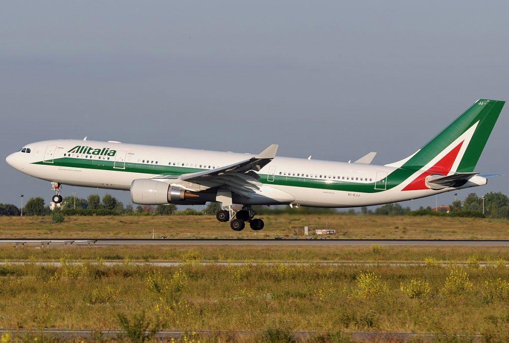 An Alitalia A330 landing at Fiumicino. Photo by Aldo Bidini