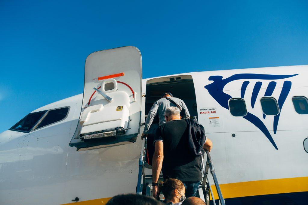 Boarding of a Ryanair plane. Photo by Markus Winkler